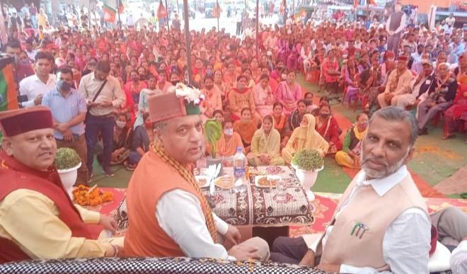 करसोग में गरजे सीएम जयराम ठाकुर, कांग्रेस पर तीखे प्रहार कहा हिमाचल में कांग्रेस के पास नहीं बचे नेता, बाहर से बुलाने पड़ रहे प्रचारक