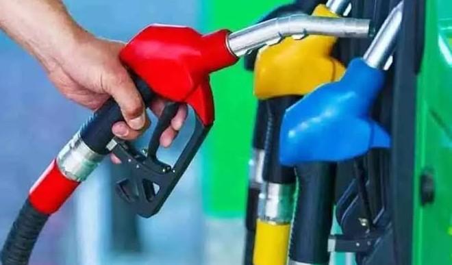त्योहारों के बीच पढ़ी जनता को मेहंगाई की मार, पेट्रोल डीजल के दाम फिर से शतक पार