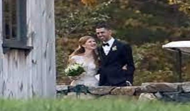 बिल एंड मेलिंडा गेट्स की बेटी की शादी की तस्वीरें हुईं वायरल, कस्टम वेरा वैंग गाउन में दिखीं जेनीफर गेट्स