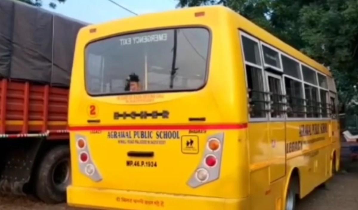 2 साल की बच्ची को स्कूल बस ने रौंदा, ड्राइवर हुआ मौके से फरार