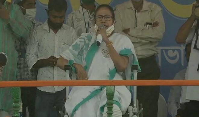 ममता ने लोगों से कहा, भाजपा को ना दें वोट अन्यथा अपने धर्म का पालन नहीं कर पाएंगे