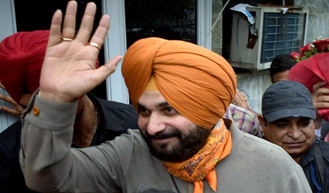 गांधी परिवार ने योजना के तहत सिद्धू को अमरिंदर सिंह के खिलाफ खड़ा कर दिया है