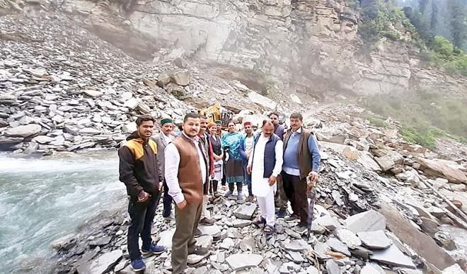 हिमाचल प्रदेश: किन्नौर हादसे के नौ मृतकों के शव परिजनों को सौंपे गए, 80 पर्यटक अभी भी फंसे