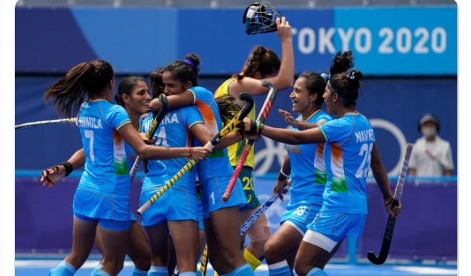 महिला हॉकी टीम के पहली बार ओलंपिक सेमीफाइनल में पहुंचने पर भारतीयों ने मनायी खुशी