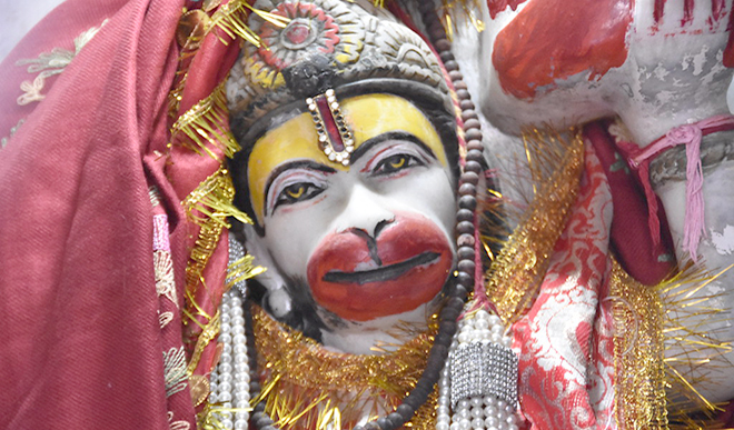 Gyan Ganga: सीताजी की खोज में लगे वानरों को मुश्किल में फंसे देख हनुमानजी ने की थी बड़ी मदद